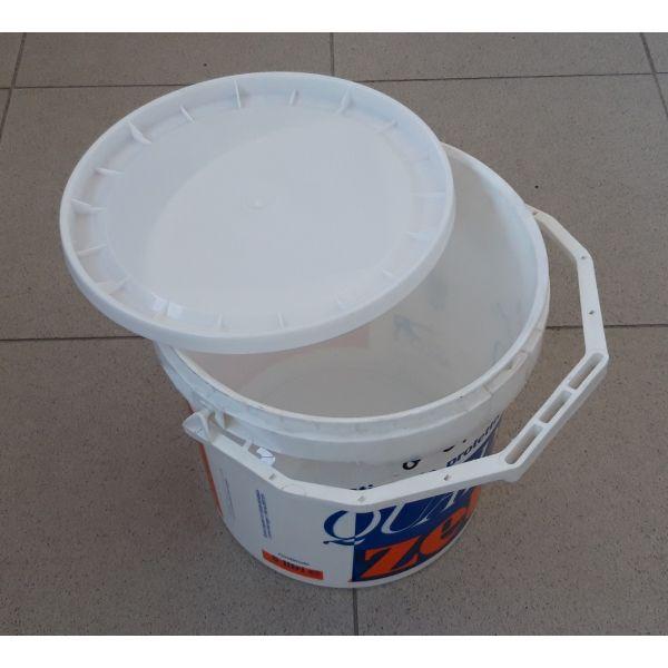 Secchio 6 litri con manico incorporato e coperchio
